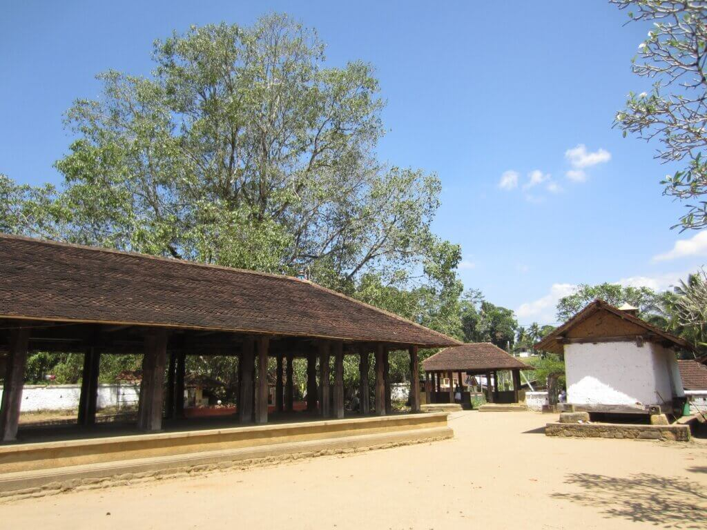 Image of The drum hall and Bodji tree at Embekka Temple