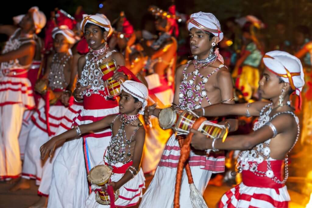 Image of Udekki Players perform at the Esala Perahara in Kandy
