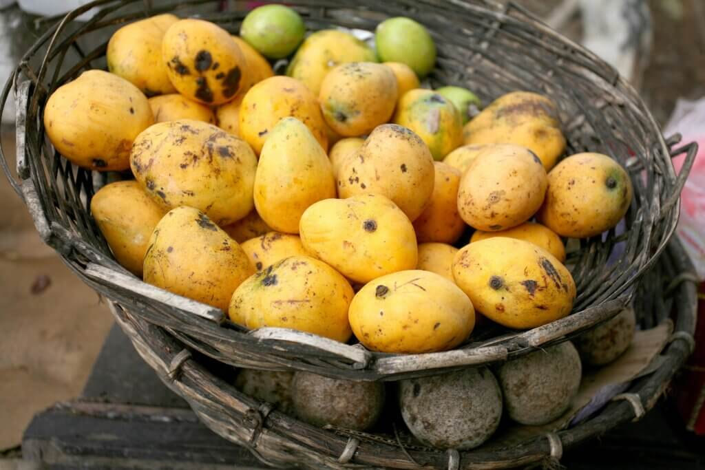 Image of mangoes in a basket